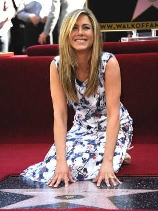Jennifer Aniston ganhou uma estrela na Calçada da Fama em cerimônia nessa quarta-feira (22)