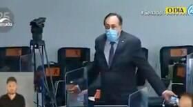Deputado desacata sessão e é expulso pela polícia legislativa