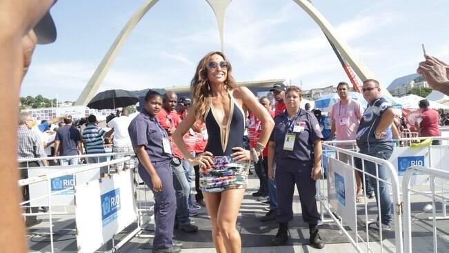Famosos acompanham a apuração do carnaval carioca na Sapucaí