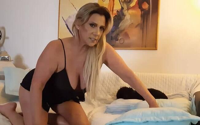 Rita Cadillac fala sobre pedidos de nudes que recebe