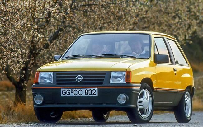 Opel Corsa GT era a versão esportiva do compacto nos anos 90. Repare nos faróis auxiliares, inspirados nos modelos de rali