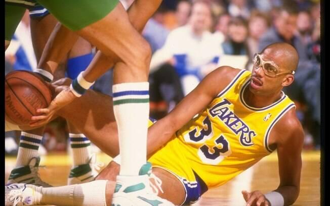 O pivô Kareem Abdul-Jabbar foi campeão pelos Lakers aos 41 anos