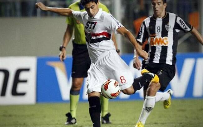 Ganso em ação contra o Atlético-MG