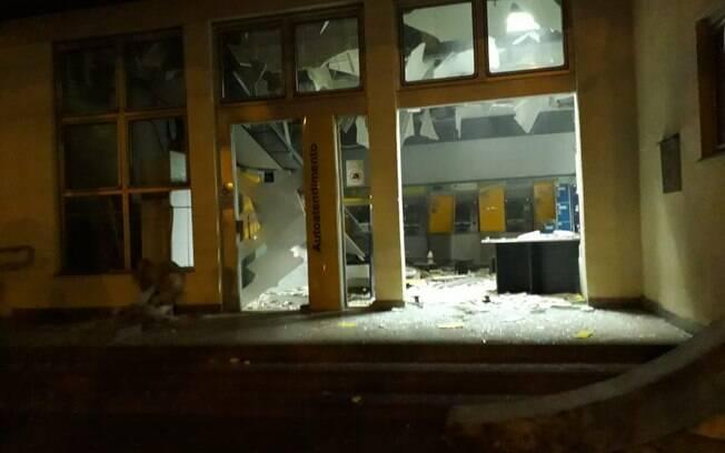 Criminosos explodem agência bancária em Campos do Jordão