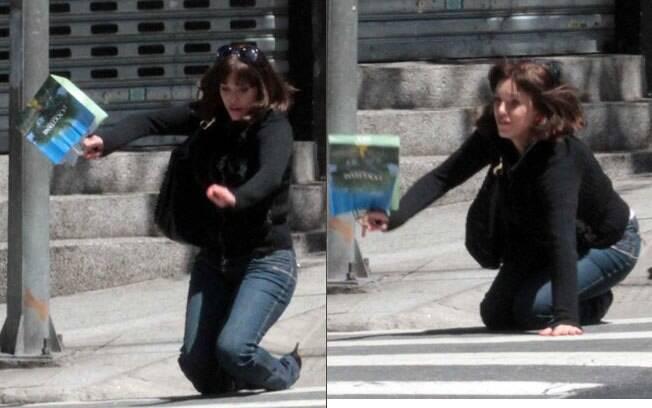Yasmin Mitri: tombo ao atravessar a rua