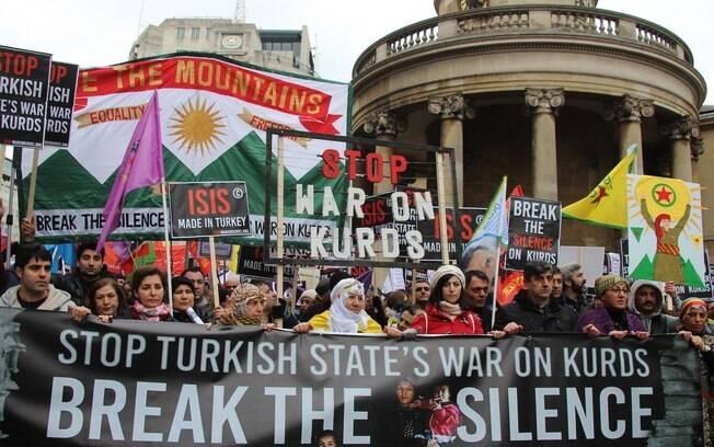 Protestos em todo o mundo questionam ataque turco contra os curdos