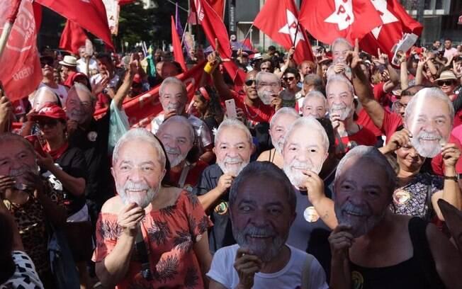 Segundo os organizadores, a manifestação buscou denunciar falhas no processo que levou à prisão do ex-presidente