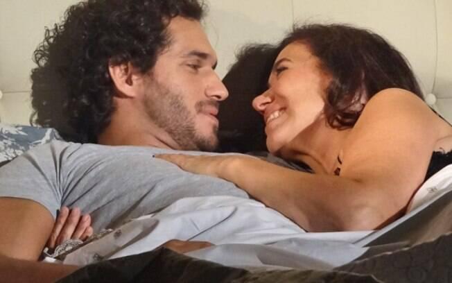Depois de uma noite de amor, Guaracy pede a amada em casamento