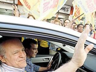 Pimenta da Veiga fez campanha ontem no centro da capital mineira