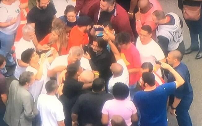 Presidente cumprimentou apoiadores ao chegar em São Bernardo do Campo