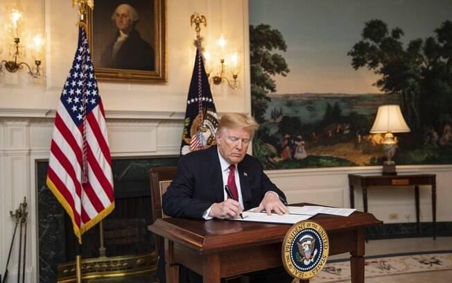 Donald Trump assinou novo decreto sobre imigração nos Estados Unidos