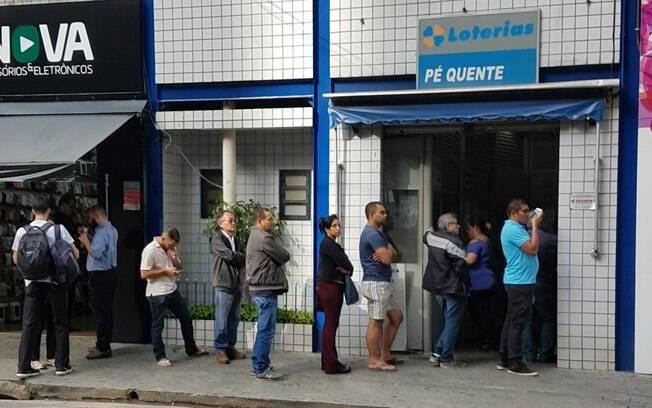 Apostador pode fazer o jogo da Mega-Sena em qualquer uma das 13 mil casas lotéricas espalhadas pelo País