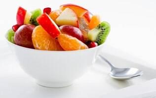 Salada de frutas com calda de laranja e azeite