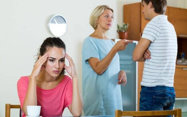 Mulher desabafa ao saber que sogra que quer controlar sua roupa e horários vai passar férias com a família