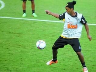 Craque de volta.  Ronaldinho vai reaparecer no time alvinegro em uma partida oficial, o que não acontece desde a eliminação na Libertadores, há mais de dois meses