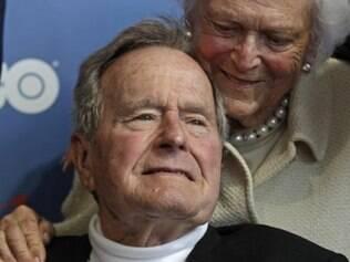 Ex-presidente George H. W. Bush respira normalmente