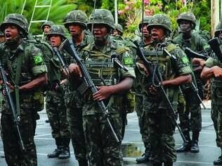 Exército brasileiro se prepara para verdadeira 'operação de guerra'