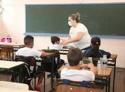 Escolas permanecem abertas respeitando protocolos sanitários