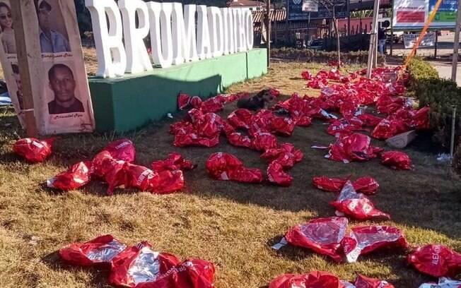 Balões que faziam parte da homenagem foram estourados