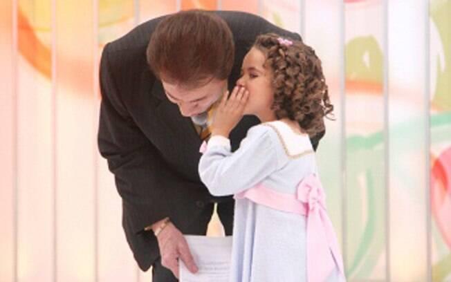 Maísa e Sílvio trocam confidências