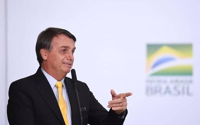 Bolsonaro ironizou a prorrogação do auxílio emergencial e criticou o fechamento do comércio