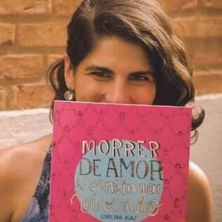 Lorena Kaz é ilustradora e artista gráfica e, desde que se descobriu sofrendo em um relacionamento abusivo, ajuda outras pessoas com quadrinhos