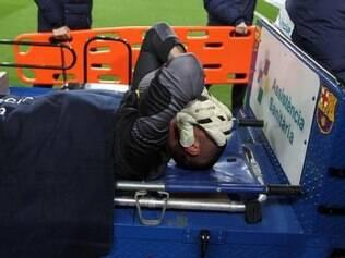 Victor Valdés sai de campo lesionado e deve ficar fora de Mundial do Brasil