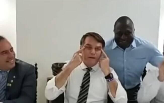 Bolsonaro afirmou que deputado precisava puxar os olhos para não ser reconhecido na China