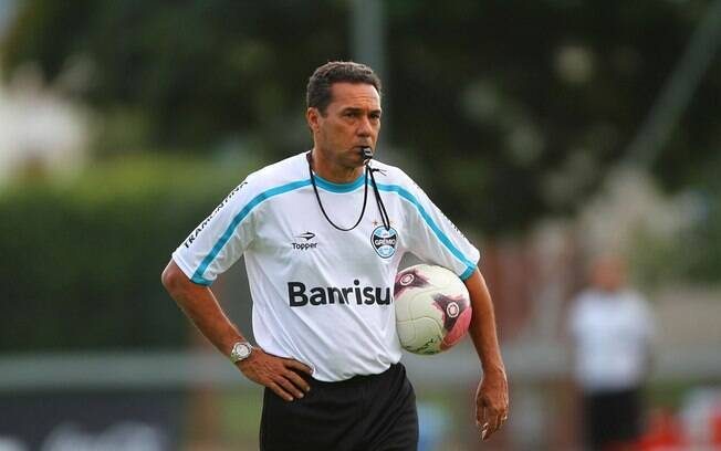 Vanderlei Luxemburgo irá definir o time do  Grêmio neste sábado