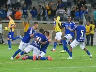 Após 1 a 0 no tempo normal, Cruzeiro, com Fábio inspirado, fez 4 a 3 nas penalidades e avançou às quartas