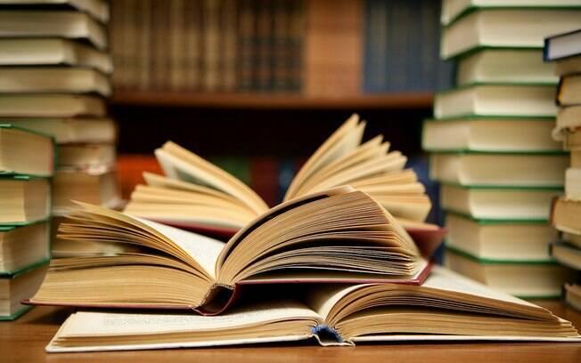 Quando os filhos do casal ficaram doentes, a família resolveu investigar a biblioteca particular da casa