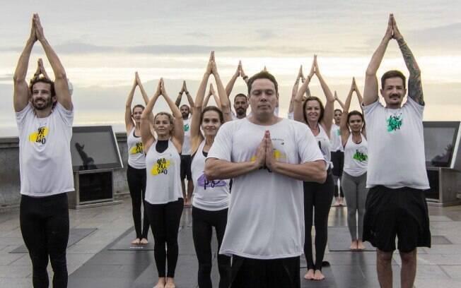 Super Ioga, aula administrada por Paulo Junqueira, professor de ioga das celebridades