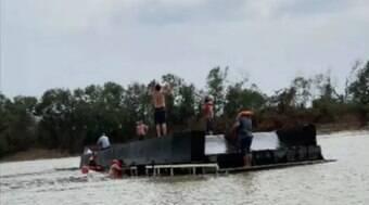 Barco-hotel naufraga no rio Paraguai e deixa 7 desaparecidos