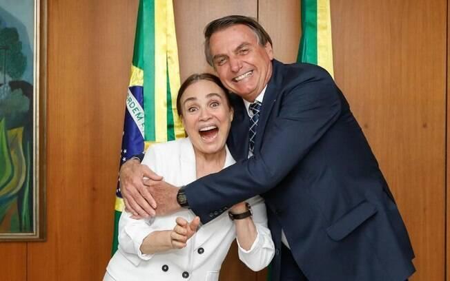 Secretária Regina Duarte ao lado do presidente Jair Bolsonaro