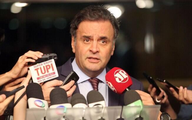 Aécio enfatizou que o PSOL não tomou iniciativa de endossar pedido de afastamento de Dilma
