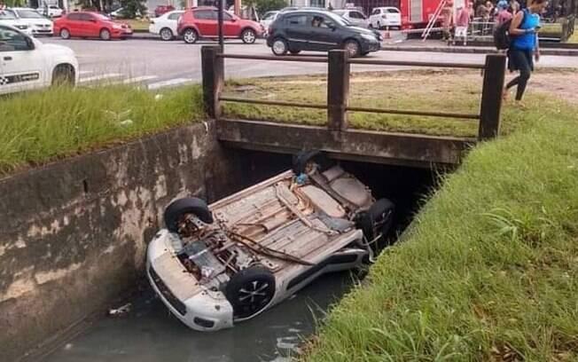 carro em canal