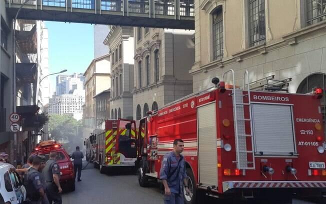 Bombeiros disponibilizaram 10 viaturas para combater incêndio