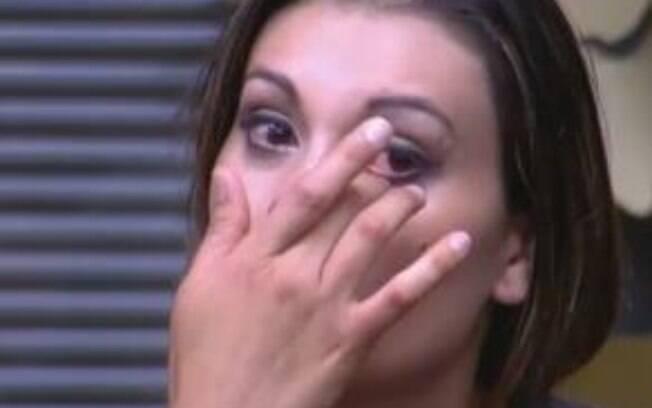 Andressa Urach se emocionou ao falar do abuso sexual que sofreu