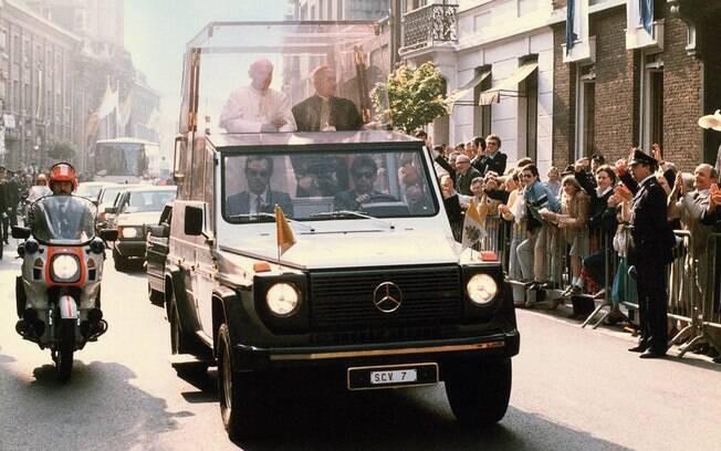 Um dos carros que ficaram mais tempo em uso pelo Papa foi o Mercedes-Benz 230 G.