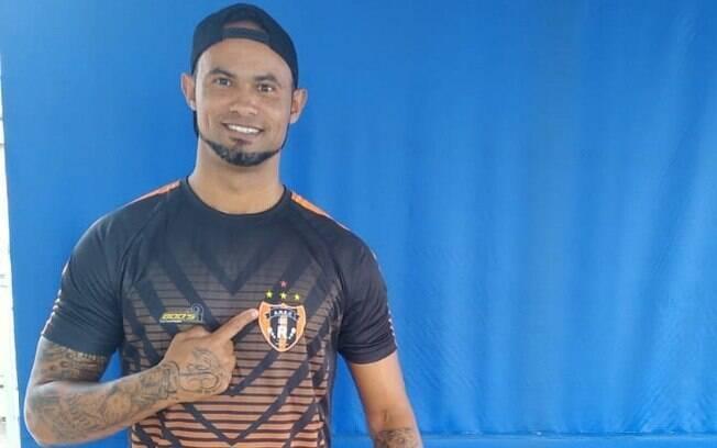 Goleiro Bruno assinou contrato com a Associação Registanea Esporte Clube%2C time amador de Minas Gerais