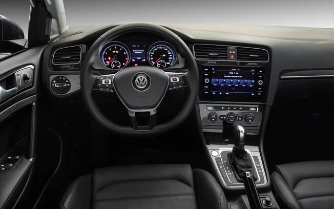 VW Golf Highline 2019 vem com partida por botão, luz ambiente até nas portas e acabamento caprichado de série