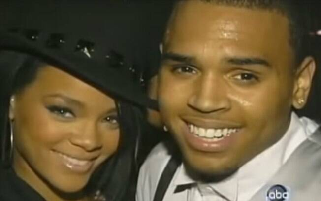 Rihanna namorou o cantor Chris Brown. Ele a agrediu