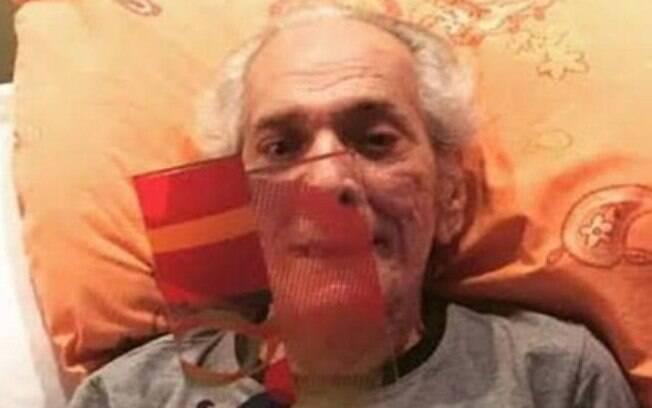 Após AVC, Lúcio Mauro comemora 90 anos e recebe prêmio em casa