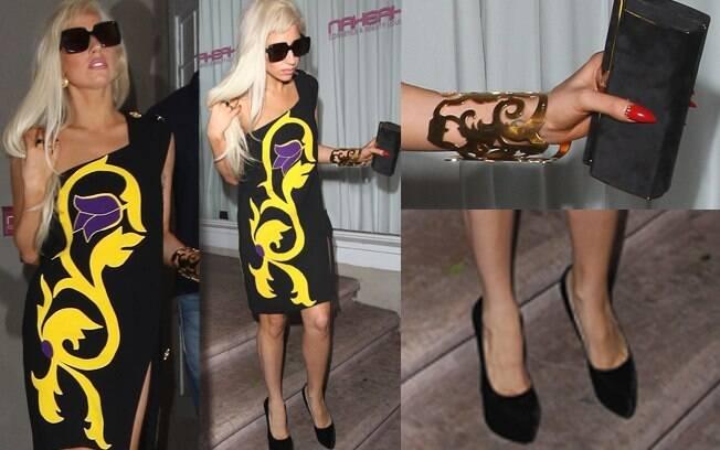 Lady Gaga chqieu: vestido de um ombro só e salto alto Christian Louboutin