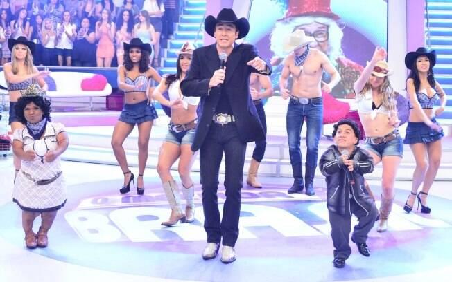 Rodrigo Faro e seus bailarinos capricham na performance
