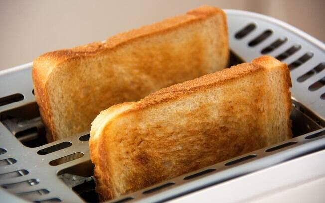 O pão branco é um dos alimentos que devem ser evitados após as 16h