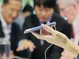 Smartphones podem superar celulares básicos em vendas até o final do ano, dizem fabricantes