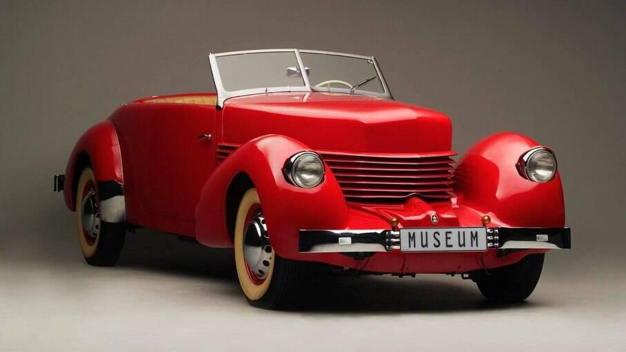 Cord 1935 foi o primeiro carro a usar faróis escamoteáveis, que ficavam escondidos nos para-lamas