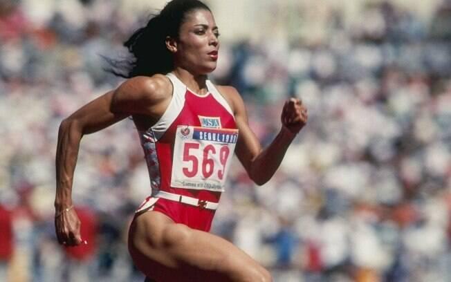 Florence Griffith - ela faturou três ouros  nas Olimpíadas de Seul 1988. Morreu 10 anos  depois, vítima ataque cardíaco e suspeita-se de  doping
