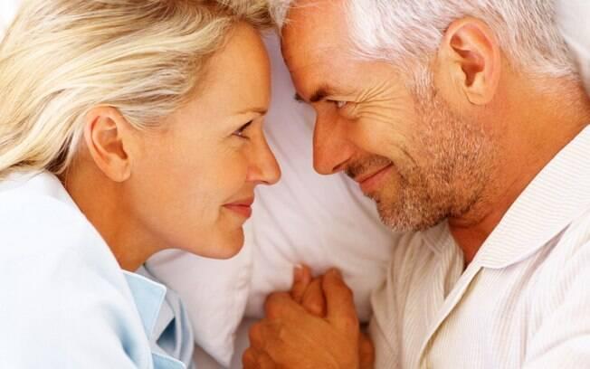 Em site de relacionamentos para pessoas com mais de 40, mulheres querem companheiro e mais homens querem se casar